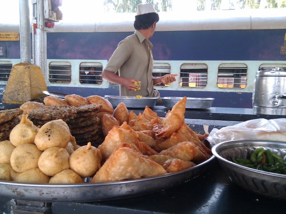 bhopal-station-samosas